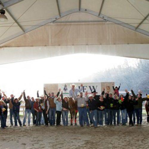 Foto di gruppo dell'Associazione Italiana Equitazione Western